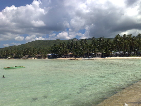 Siquijor Island, Filippinerne: View upon arrival at Siquijor Port - Clear waters and White sands.