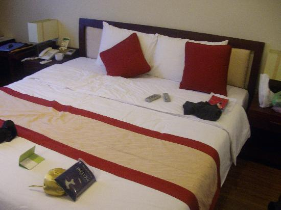 ORCHID HOTEL: bed at orchid