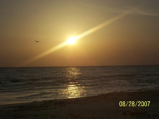 Sandpiper Inn: Beautiful Sunsets just steps from your door.