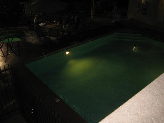 Best Western Plus Cedar Inn & Suites: Pool area