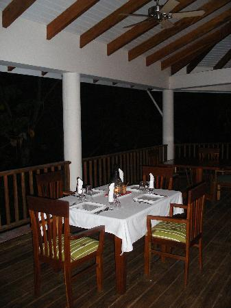 Belcampo Lodge: dining outdoors
