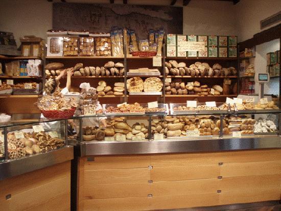 Hotel Pomezia: bakery on Via dei Chiavari