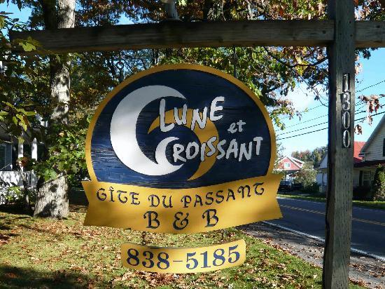 Lune et Croissant Sign