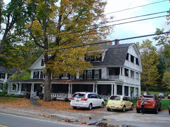 Monadnock Inn: Front of the inn