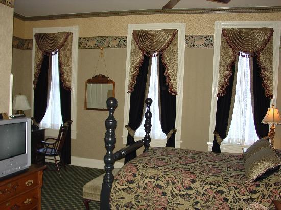 Beaumont Hotel & Spa: Another View of the Room