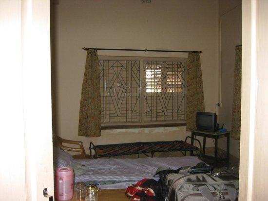 Deb Guest House: vue de la chambre à coucher