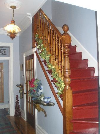 D&D's B&B: Hallway / Stairs