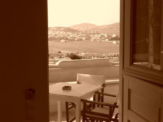 Omiros Hotel: Vista de la bahia desde el hotel Omiros en color sepia
