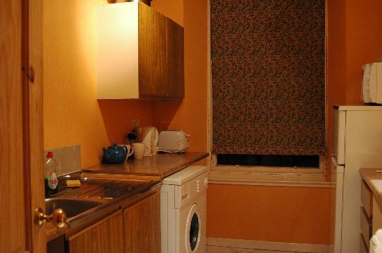 21/10 Blair Street: kitchen