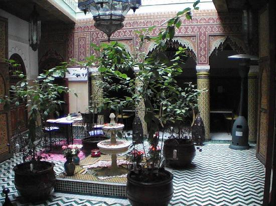 Riad et Dar Maison Do: patio le jour