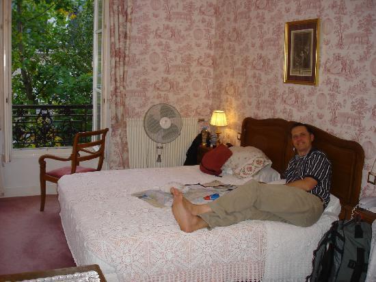 Hotel des Grandes Ecoles: Our second floor room