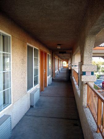Americas Best Value Inn : Second Floor Hallway