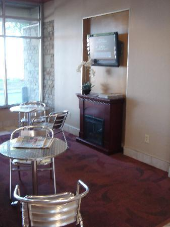 Red Roof Inn Columbus/Grove City: Breakfast Area with TV