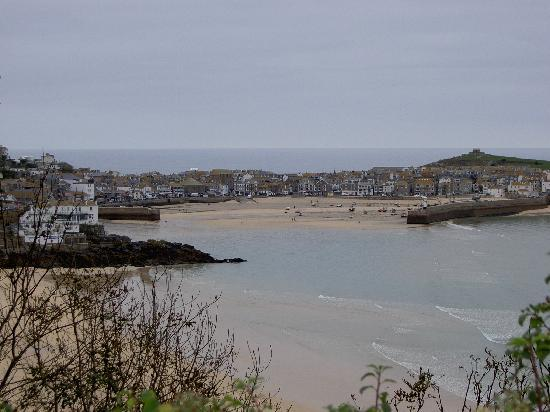 Boskerris Hotel: St. Ives from the coastal foot path