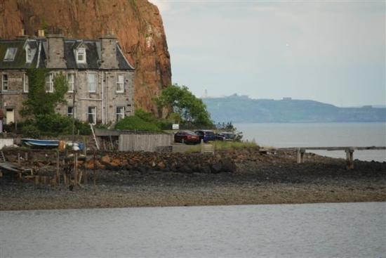 Forth View Hotel: View to Hotel from Aberdour Harbour