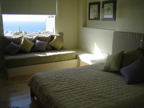 Vencia Hotel: Our room.
