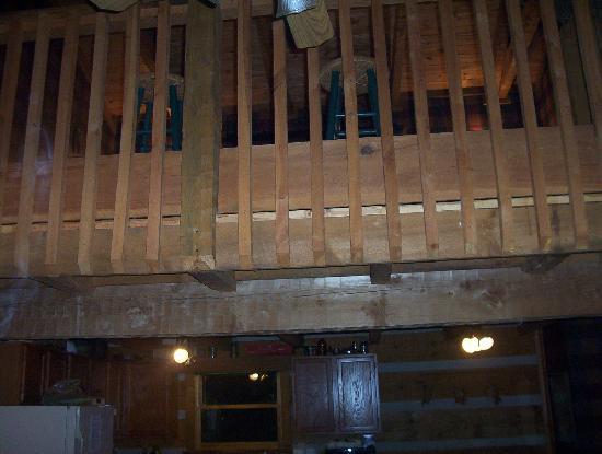 Timberwinds Log Cabins: upstairs,pool table bdrm & bathroom