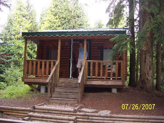 Canyon Hot Springs: Small cabin