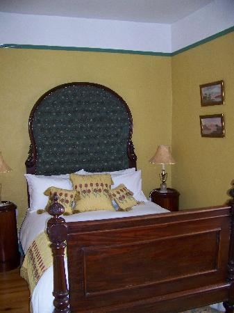 Viewmount House: Bedroom