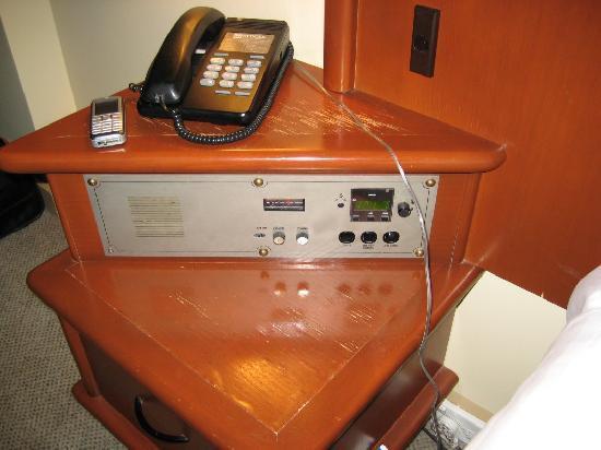 ريدجيز كابيتال هيل: Ancient clock radio