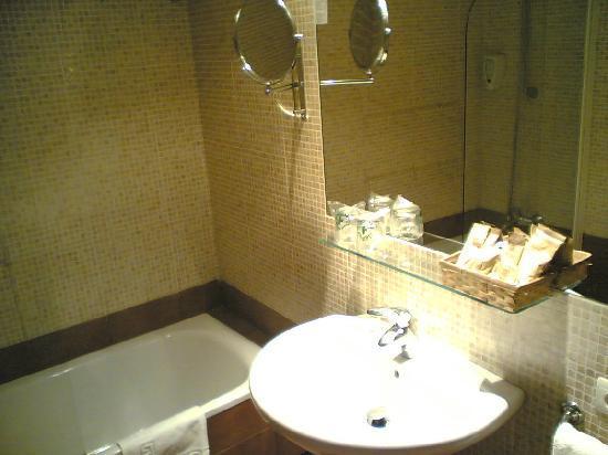 Hotel Himalaia Pas: bathroom