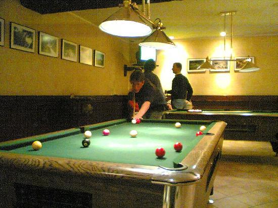 Hotel Himalaia Pas: pool tables in hotel bar