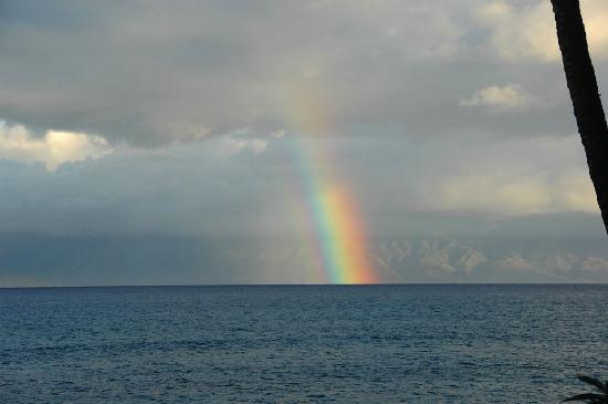 Makani Sands: Ranbow off of balcony looking one of the Islands