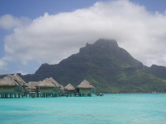 InterContinental Bora Bora Resort & Thalasso Spa: overwater y monte