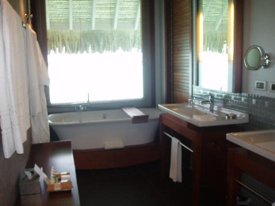 InterContinental Bora Bora Resort & Thalasso Spa: baño