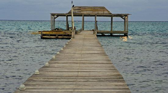 Matachica Resort & Spa : Dock at dusk