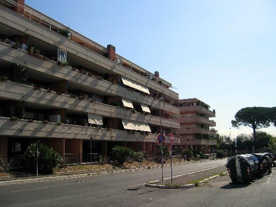 I Cieli di Roma: I Ciela di Roma [the corner building]