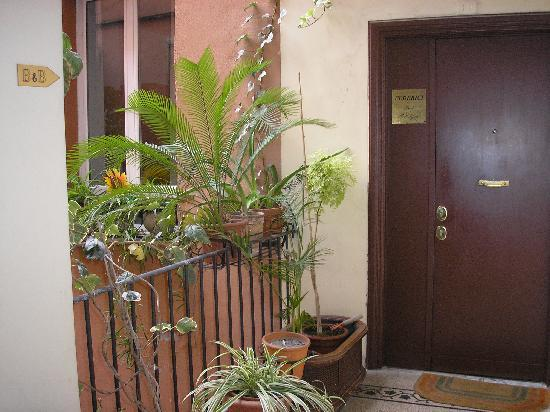 Federici Guest House: Entry to the B & B-2nd floor