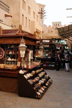 Dubai: Jumierah Madinat outdoor kiosk - Picture of Dubai, Emirate of