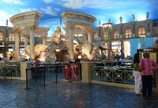 trevi is a nice place for lunch picture of forum shops at caesars palace las vegas tripadvisor. Black Bedroom Furniture Sets. Home Design Ideas