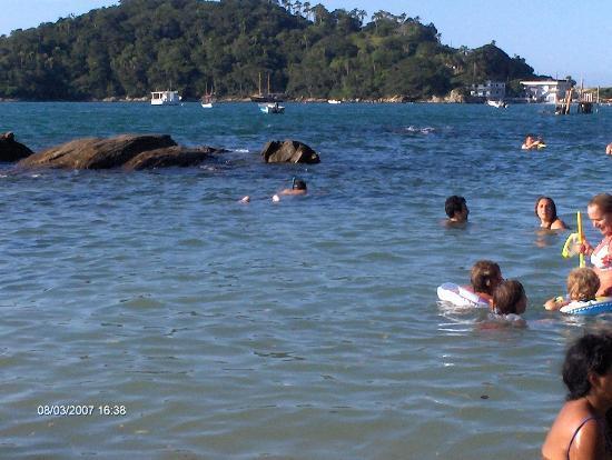 Bombinhas, SC: Praia Sepultura - Acceso peatonal