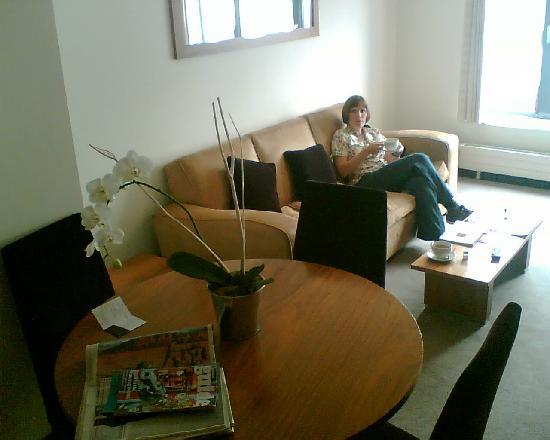 Suite living room photo de fitzwilliam hotel dublin for Klaus k hotel living room