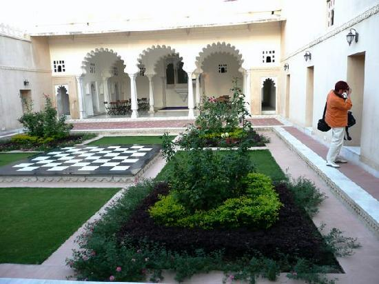 Sardargarh Heritage Hotel: Gartenanlage