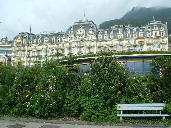 Fairmont Le Montreux Palace: Palace as viewed from Promenade