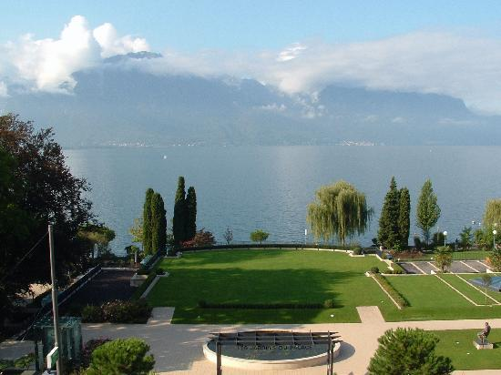 Fairmont Le Montreux Palace: Lake View from Balcony
