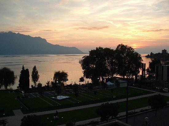 Fairmont Le Montreux Palace: Sunset from Balcony