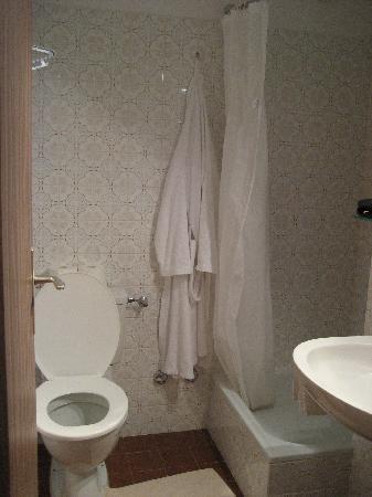 Hotel Regina Terme: bathroom