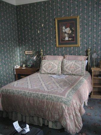 Victorian Inn: Sylvia's Room