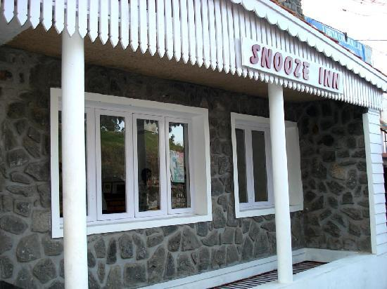 Snooze Inn: Stone-walled frontage