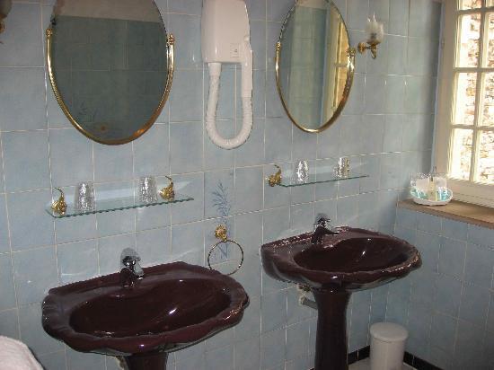 Chateau De Fleurville : Bathroom