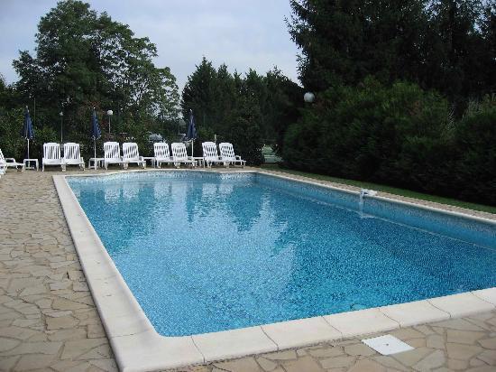Chateau De Fleurville : Pool