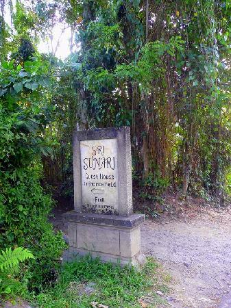Sri Sunari Guest House: Myterious Sign on the road