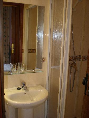 Fonda Sanchez: Bathroom