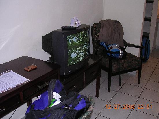 Gran Hotel Paris: TV and chair