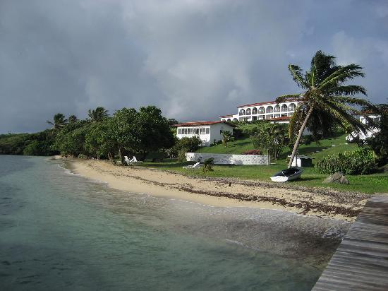 Coral Cove Cottages & Apartments : Beach View