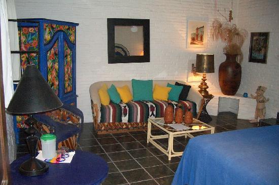 Los Artistas B & B: The Studio guest room in separate casita